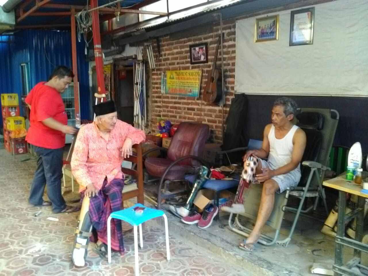 Demi Kaki Palsu, Rela Naik Truk dari Lampung