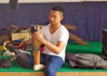 Dalieh Iskandar: Terpuruk Kehilangan Kaki, Bangkit Karena Si Kecil Anaknya